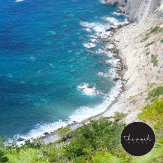 Panorami mozzafiato..sentieri tra il verde e il blu..borghi incantati a picco sul mare...Tutto questo solo qui!!!#thepoethotel  #laspezia #sarzana #cinqueterre #italia #italy #liguria #travel #viaggi #soggiorniesclusivi #portovenere #isolapalmaria #parconazionalecinqueterre #golfodeipoeti #sealovers #sea